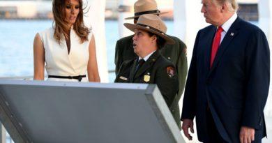川普偕梅拉尼娅抵达夏威夷 悼念珍珠港事件死难者